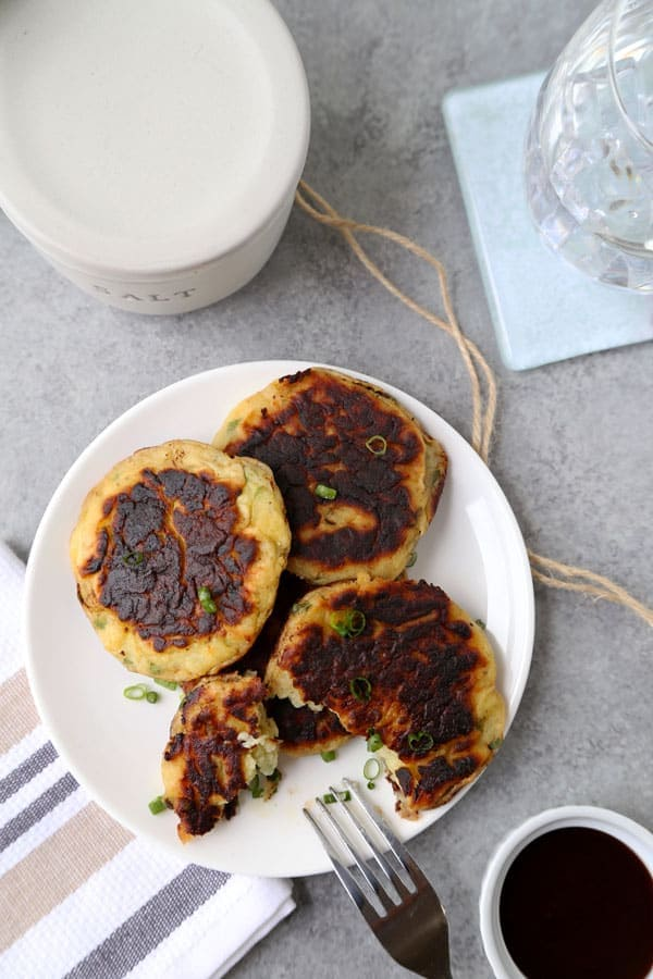 Mashed potato cakes - Are you ready to dig in to the fluffiest Mashed Potato Cakes Recipe? The perfect use for leftover mashed potatoes and ready in 17 minutes from start to finish! #potatorecipe #leftovers #mashedpotatoes | pickledplum.com