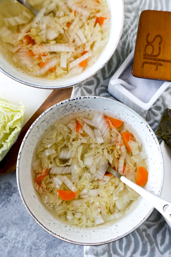 This 3-ingredient healthy weight-loss Cabbage Soup With Kombu Dashi is flavor packed and ready in 25 mins. Great for when you need a little detox! #fatburning #simple #detox #weightloss #healthyrecipe #cabbagesoup #vegan #vegetarian | pickledplum.com