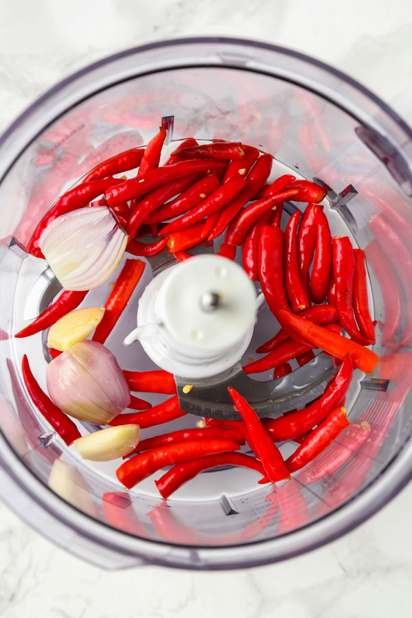 Red Thai chilis, garlic and shallots in a blender