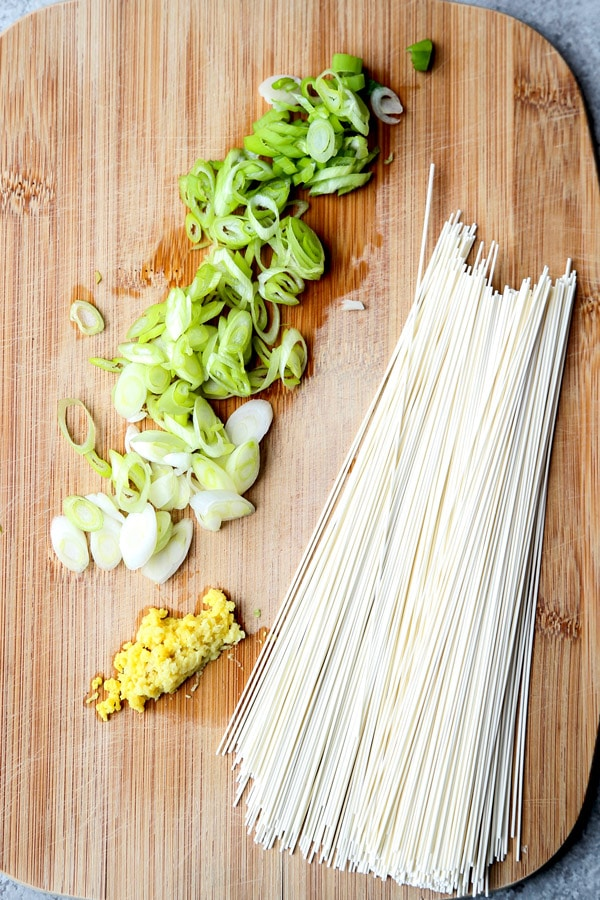 Chopped scallions, ginger and somen noodles | pickledplum.com