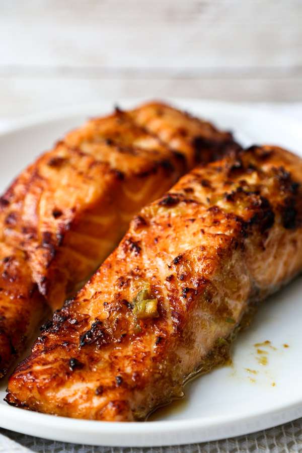 Air Fryer Ginger Garlic Salmon Fillets | pickledplum.com