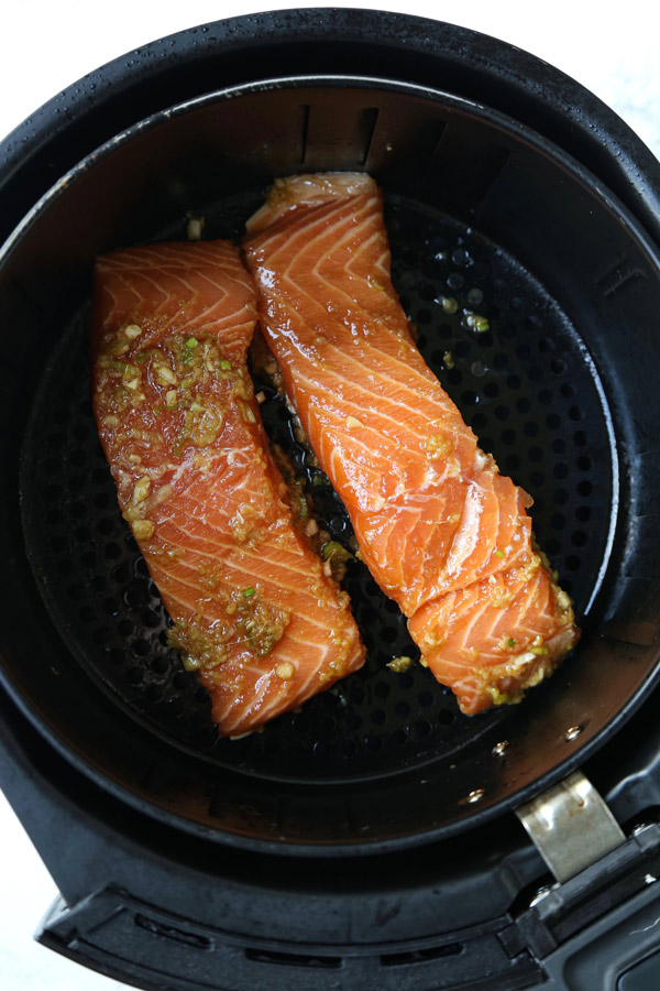 salmon fillets in air fryer basket
