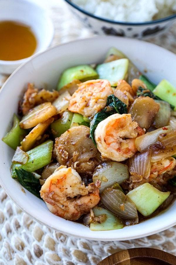 easy shrimp stir fry recipe | pickledplum.com