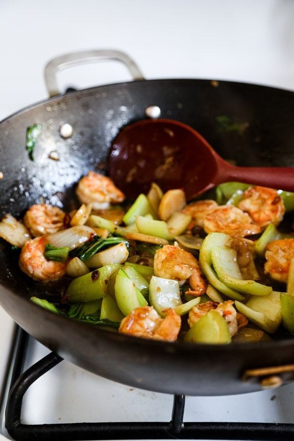 Shrimp and vegetable in wok