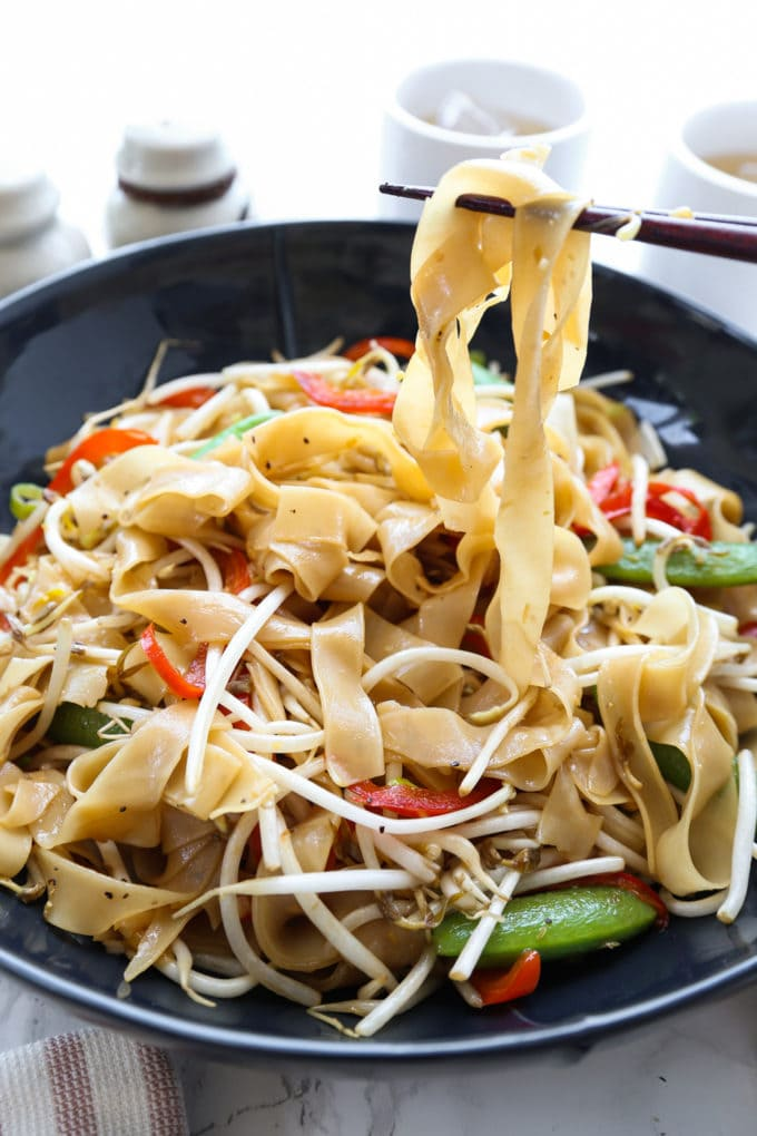 Chow fun noodles with vegetables