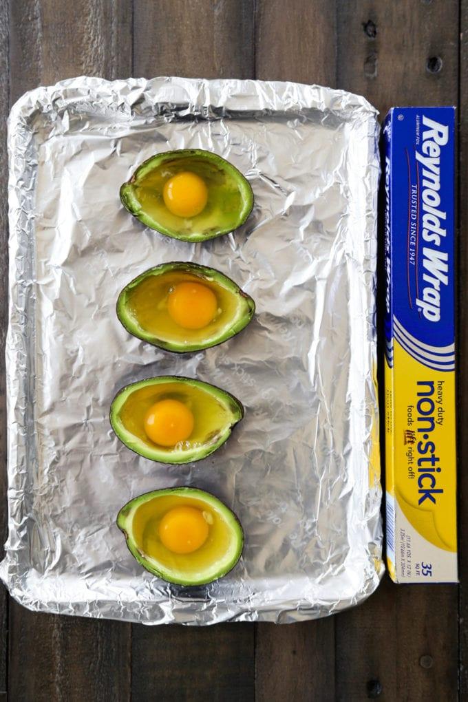 hollowed-avocado-with-eggs