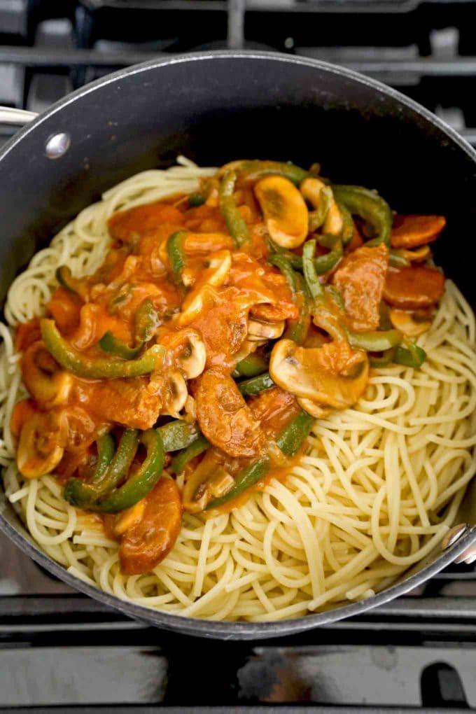 spaghetti with neapolitan sauce