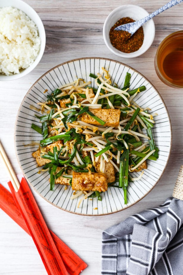 Bean sprouts garlic chives stir fry