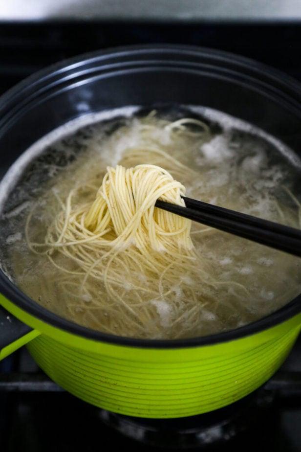 boiling egg noodles