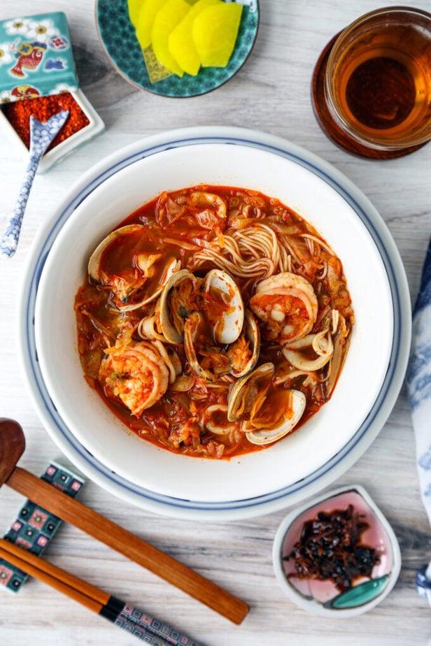 Jjamppong - Korean spicy seafood noodle soup